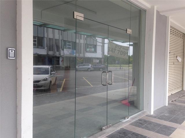 Ukuran Pintu Kaca Frameless di Pasaran Beserta Kegunaannya