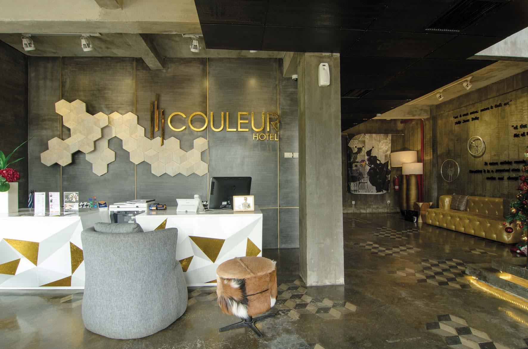 Lobi hotel gaya industrial